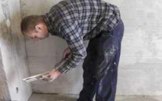 Как правильно зашпаклевать стену перед поклейкой обоев?