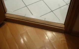 Как правильно установить порожек межкомнатной двери?