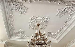 Как задекорировать неровный потолок своими руками?